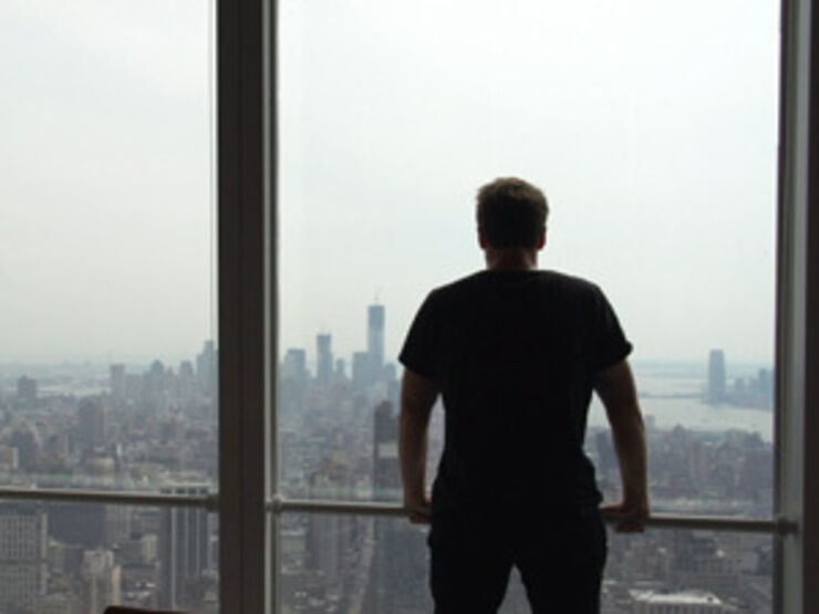 Bjarke Ingels foran en udsigt