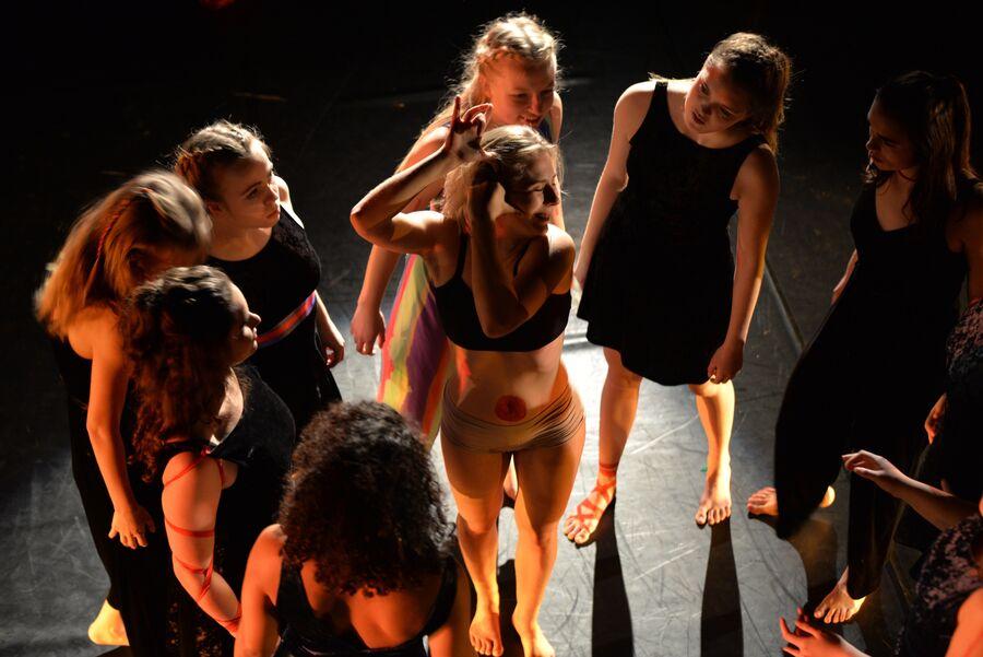 Dansere i forestillingen