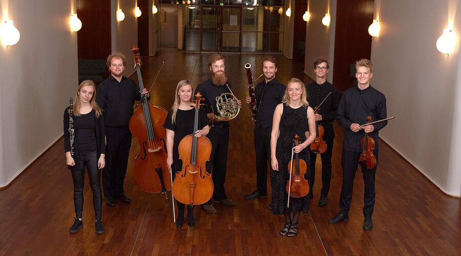 Otte unge musikere