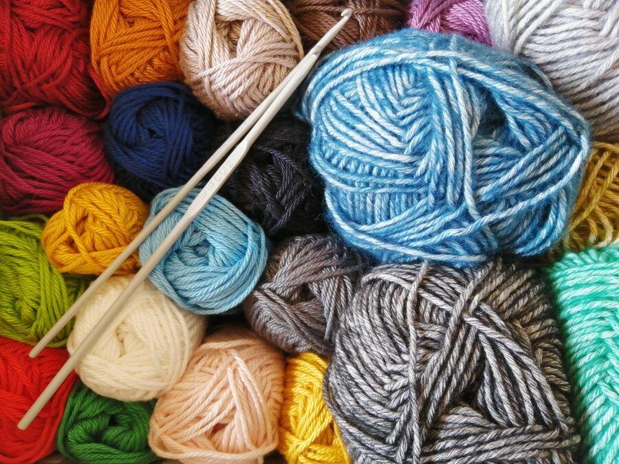 Garn og strikkepinde